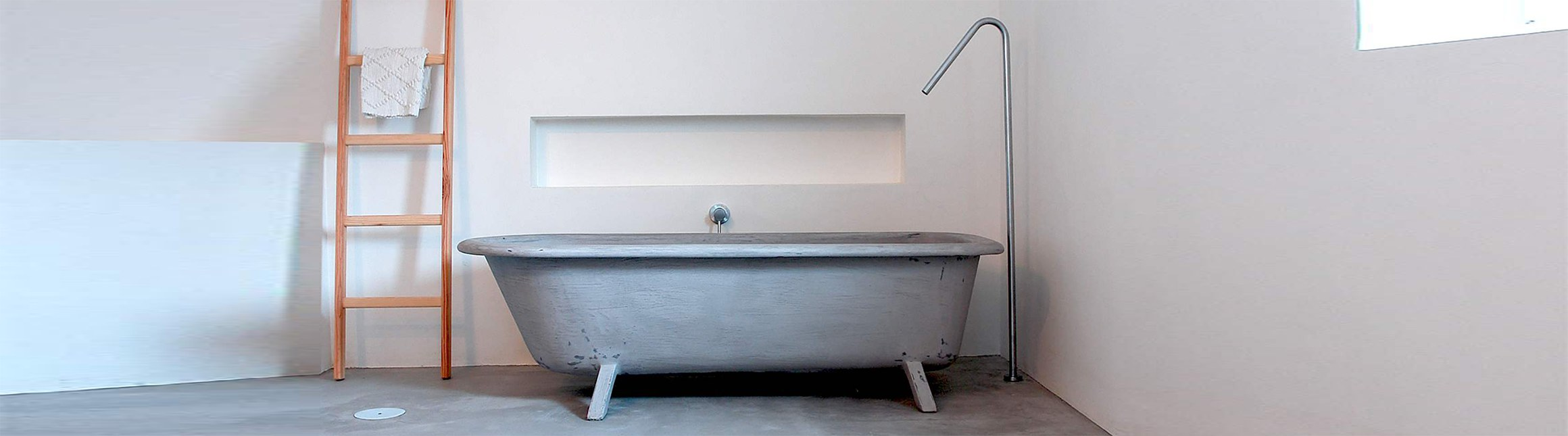 Urbidynamic micro-cement bath tub